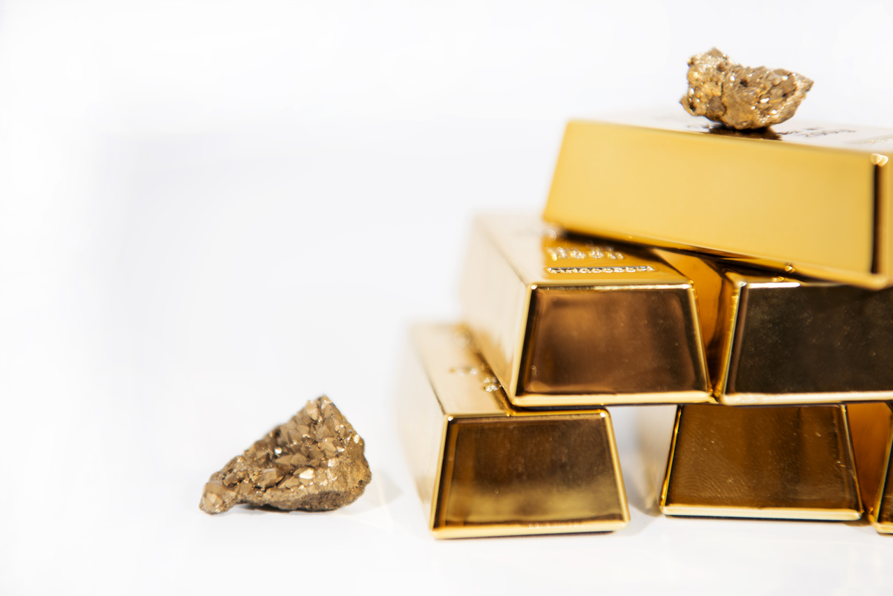 A gold nugget and a gold bar